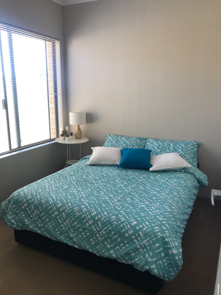 Cozy private room just 2km from Perth airport
