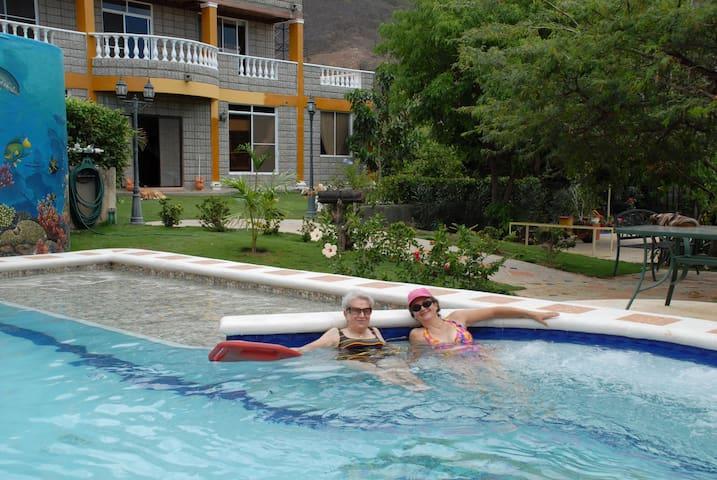 Casa en Taganga piscina jardines