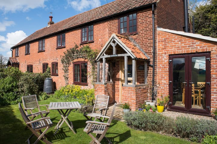 Delightful 200 Year Old Cottage - Fleggburgh - House