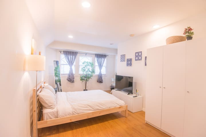 W2 - Affordable Clean Private Room in Hollywood