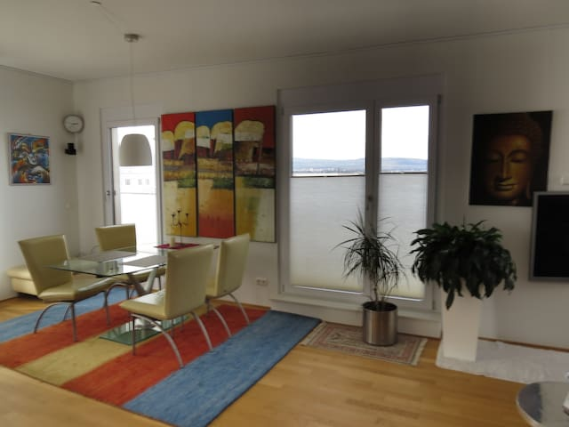 Room in Penthouse close (300m) to U8/9
