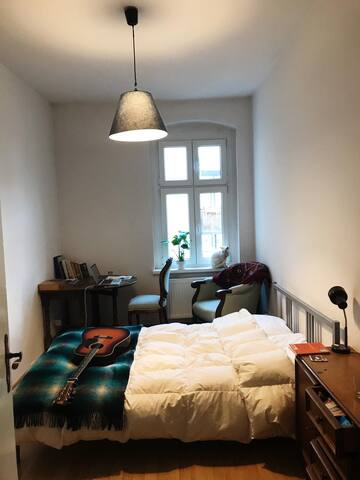 Lovely 15m2 room in Friedrichshain