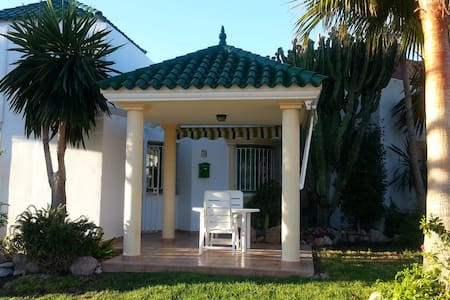 A cosy 2 bedroom linked villa close to the beach - Villa