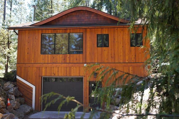 Eagle's Nest Cabin- Christina Lake