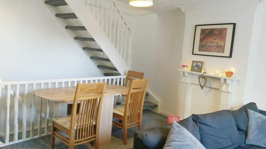 Double room in house in beautiful village near A1