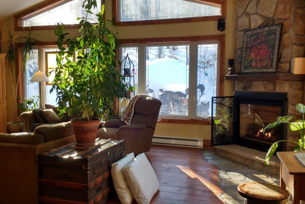 Maison champ tre en bordure de la for t houses for rent in saint hippolyte qu bec canada - Canada maison close ...