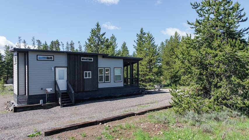 KABINO: Modern not-so-tiny cabin in heart of Island Park! Free WiFi and Trash!