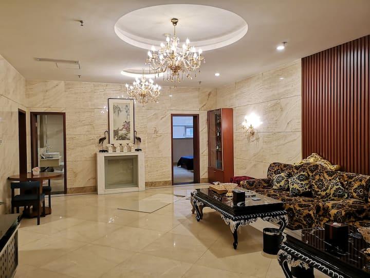 亲贤街茂业天地对面3室2厅豪华套房公寓
