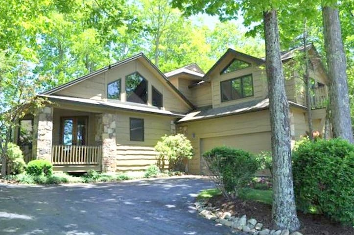 NEW to AirBnB! Highland House-home of luxury in Mountain Air, Burnsville, NC!