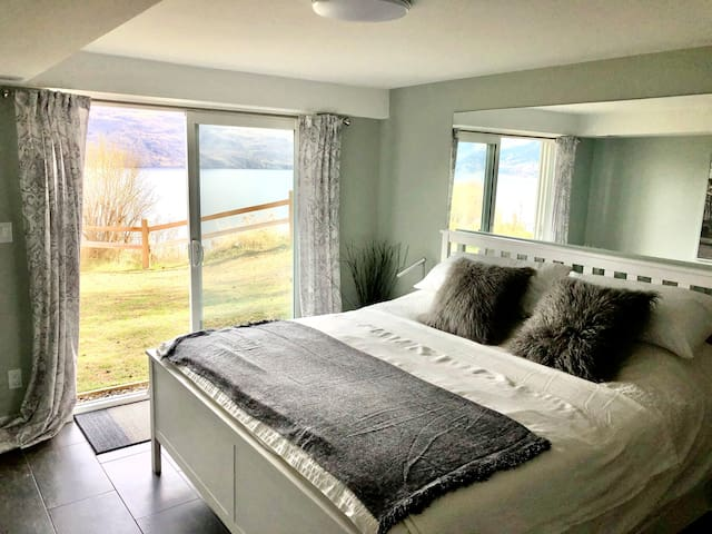 Guest room, king bed. View of Lake Okanagan with walkout directly to the property's ground.
