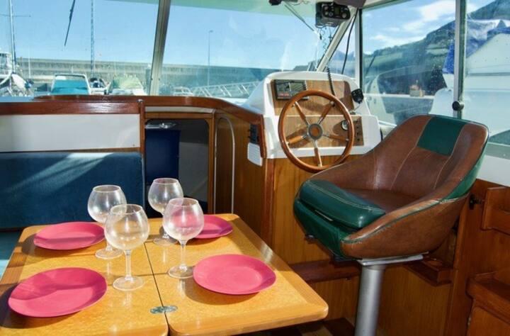 Cozy boat Maria del Mar.