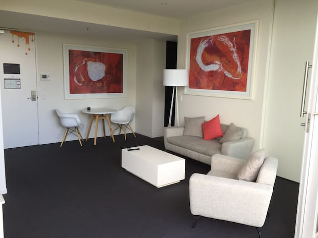 Luxurious 2BR Suite Near City - 502