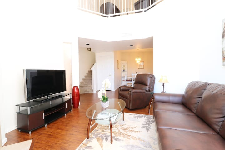 2 Bdr 2 Story Relaxing Condo In Sunny Phoenix