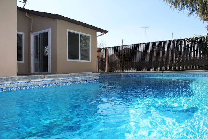 Feel@Home + Pool near Downtown (Y) - Sacramento - House