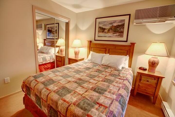 Richmond Hill's comfy home (Not basement)