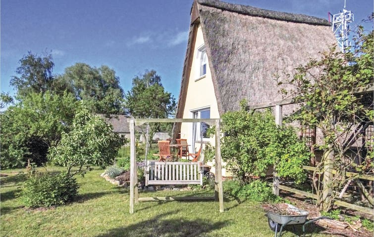 Holiday cottage with 1 bedroom on 32m² in Hohen Wieschendorf