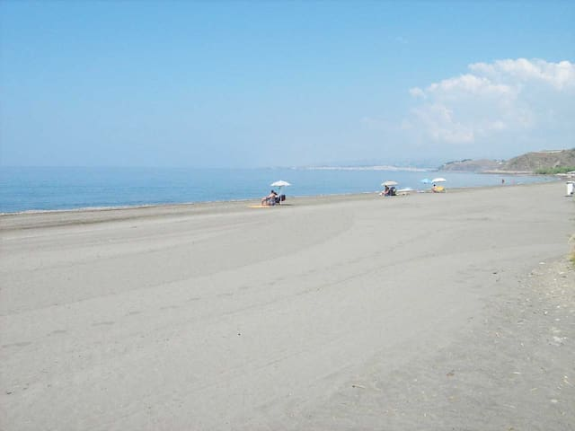 200 METERS OF FINE SAND BEACH  - Torrox