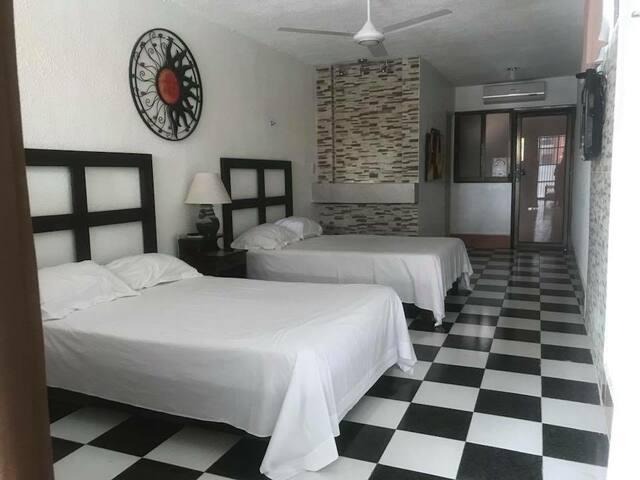 Hermoso departamento de 2 camas matrimoniales mas 3 hamaqueros con clima ventiladores de techo, frigobar, wifi y mucho mas, con una hermosa vista a la piscina