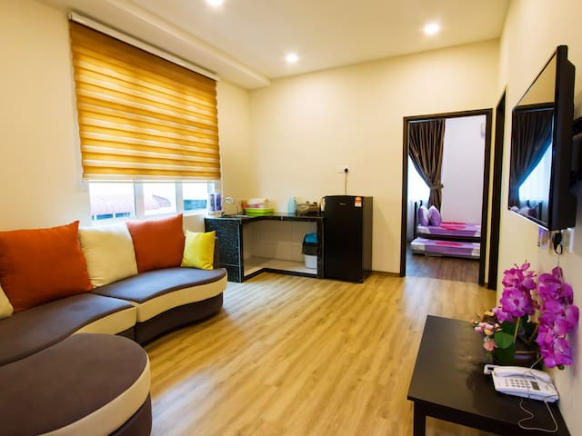 Tropicana Homestay for 10 Person - Muar - Guesthouse