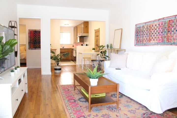 Charming Melrose Apartment in Lively WeHo