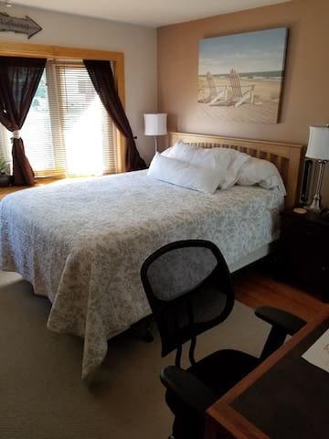 Luxury Bedroom Suite #1 minutes from downtown