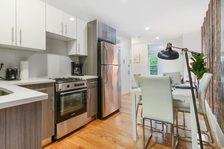 AMAZING TWO BEDROOMS IN THE BEST PART OF BROOKLYN!