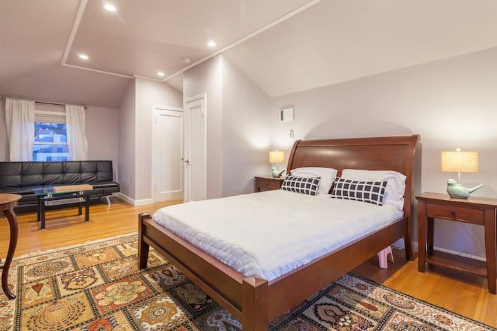 Master Suite w/ Ocean Views - Private Bathroom