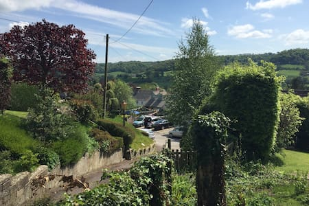 Private apartment, stunning views, Uley village. - Apartment