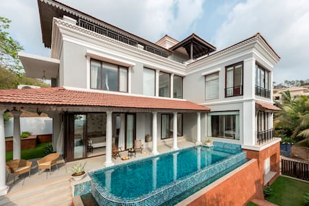 Luxurious 4BHK Villa with Care taker near Candolim