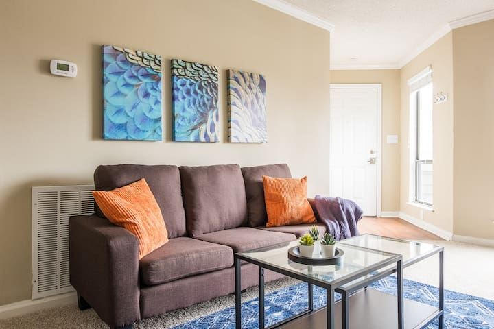 Fresh + Modern 2BR | Walk Anywhere in Uptown