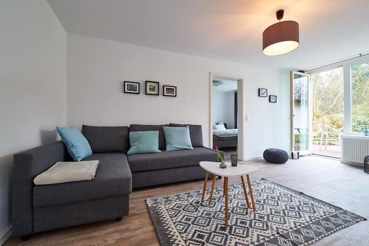 Moderne Wohnung mit Terrasse und Garten