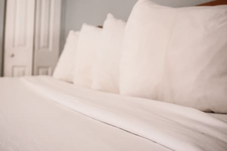 Comfy sheets and pillows throughout