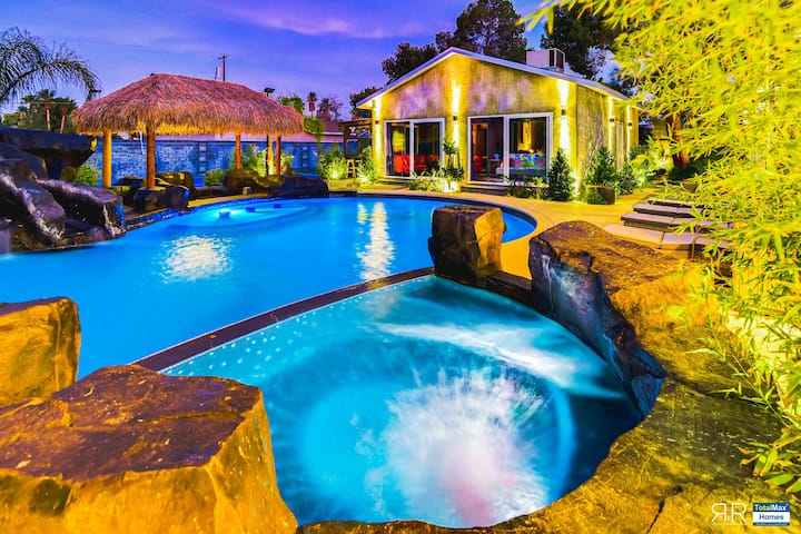 Private 12BD Mansion w/ Sports court in Las Vegas!