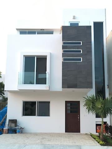Espectacular. Casa de habitación - Cancun  - Huis