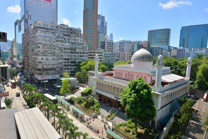 Don't miss stunning Kowloon Mosque, located just across Nathan Rd