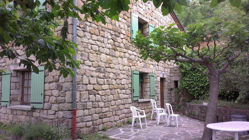 Gite indépendant au rez de jardin - Les Salelles - Apartment