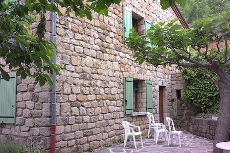 Gite indépendant au rez de jardin - Les Salelles - Appartement