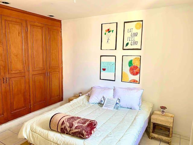 Suite  Privada con Cochera  (Habitación con Baño)