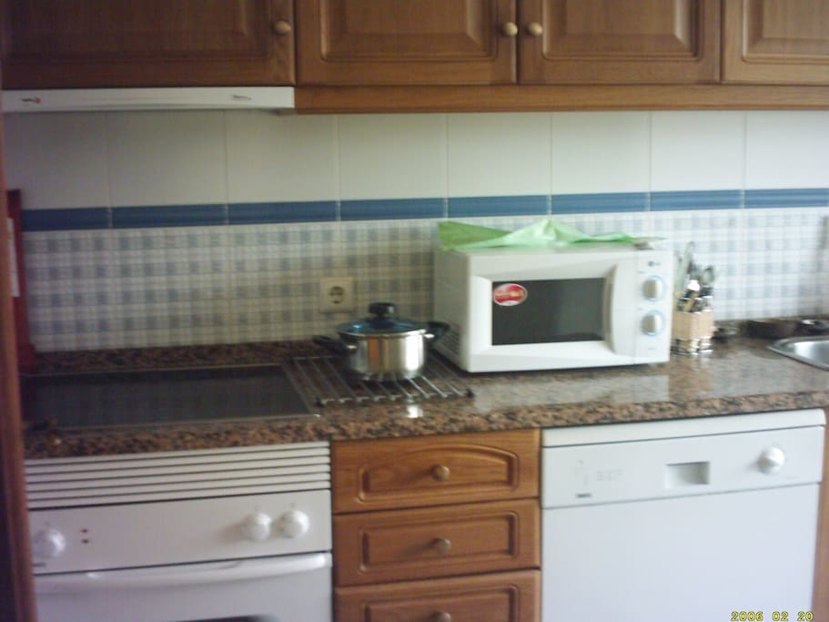 Full size separate kitchen,oven,hob,microwave,washer,fridge freezer
