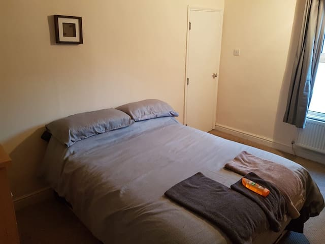 Mansfield city centre upstairs double bed room.