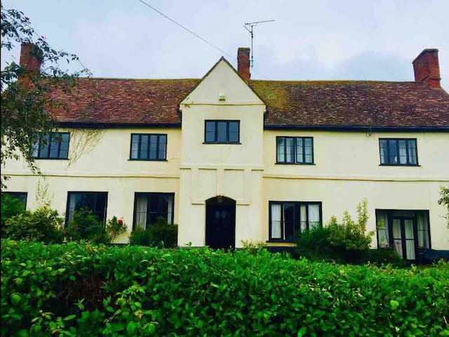 A Large Somerset Farmhouse, sleeps upto 10