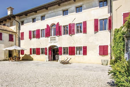 Semi-Detached with 5 bedrooms on 300m² in Mereto di Capitolo UD