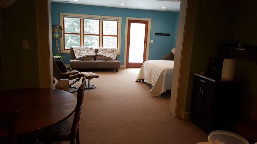 Beautiful Guest Suite with Hot Tub