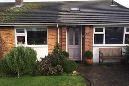 Delightful bungalow, adaptable, sleeps max 6 - Harpenden - Ház