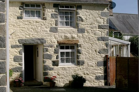 Marigold Cottage, Les Buttes Holiday Cottages