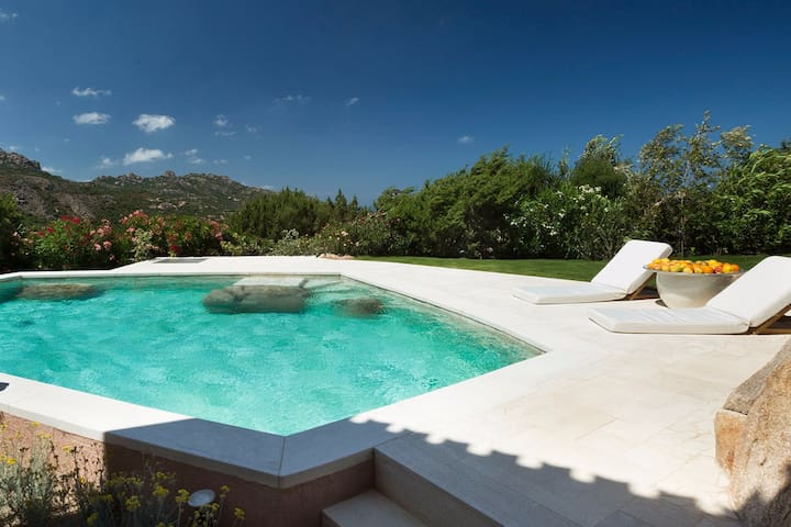 Seaview & Pool Luxury Private House Porto Cervo