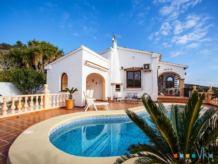 AMOR DEL SUR - Charming villa a few minutes driving from Moraira, Calpe and Benissa.