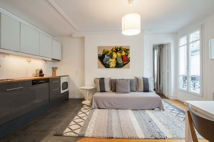 Peaceful and quiet 2 Bedrooms Canal Saint Martin