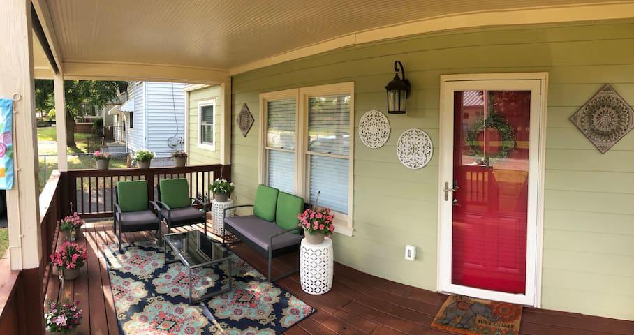 Cozy 2BD Cottage near Airport & Downtown Atlanta