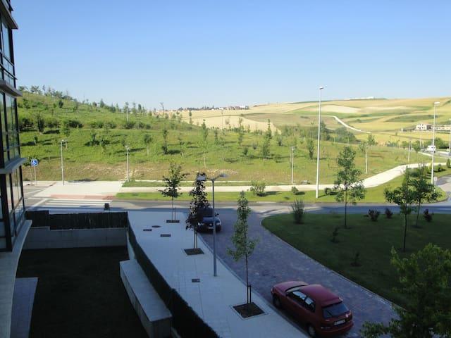 Habitación, zona tranquila. Cerca de Pamplona. - Sarriguren - Talo
